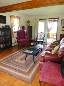 The living room at the Spring Meadow Farm Guest House is decorated in early American style.