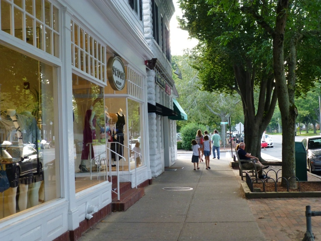Boutiques and shops line the streets of the small towns in the Hamptons.  If the exclusive wares are not within your budget, window shopping is a true delight!