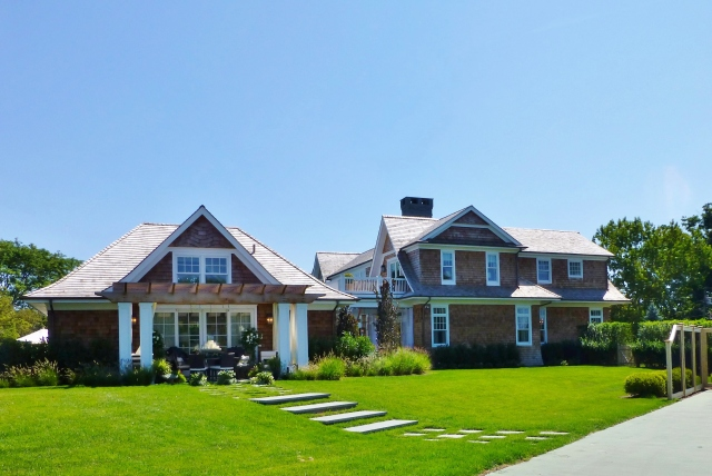 Our main reason for visiting the Hamptons was a tour of the fabulous Hampton Designer Showhouse.  This is a side view of the main house (at the right) and the pool house (to the left).  Parking was on the tennis court and we walked around the front to enter the main house.